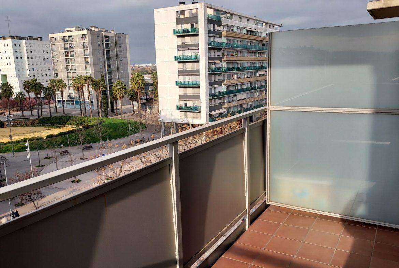 gran terraza y balcon